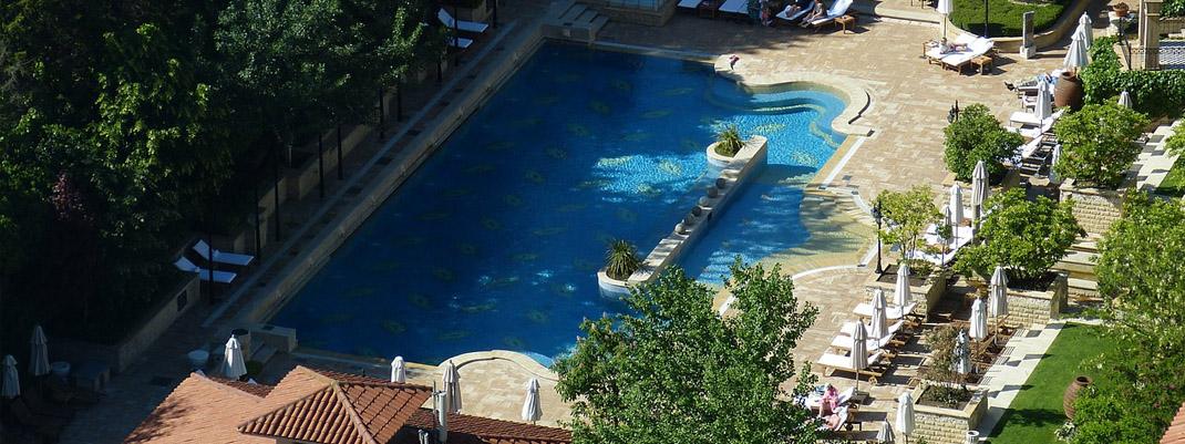 La realizzazione piscine: donare un tocco di stile al giardino