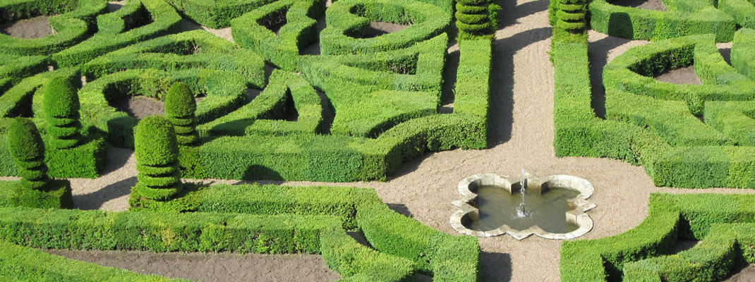 French formal garden on the blog by Atelierdimensioneverde.com
